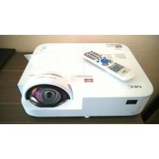 Weitwinkel Projektor NEC 302 WS